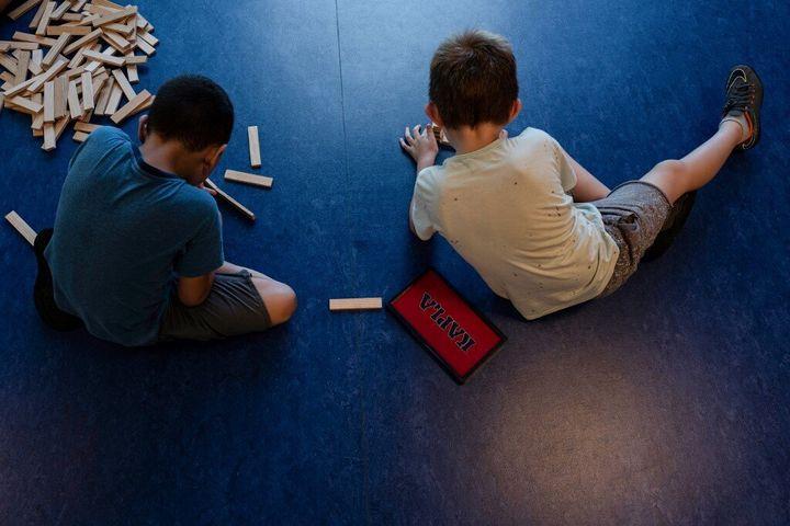 Les enfants de 4 ans attribuent plus de pouvoir aux figures masculines qu'aux figures féminines.