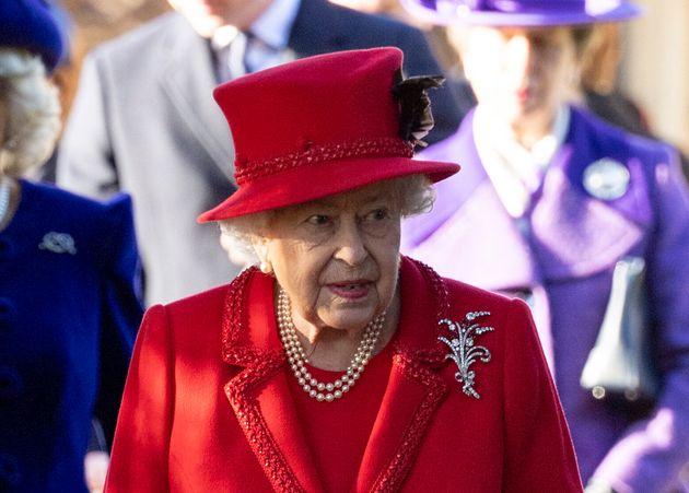 La reine Elizabeth II, ici à l'église St Mary Magdalene àKing's Lynn en Angleterre...