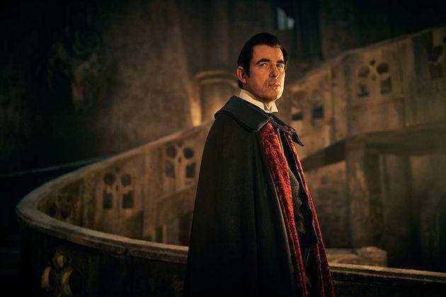 O ator dinamarquêsClaes Bang se esforça bastante, mas seu conde Drácula é...