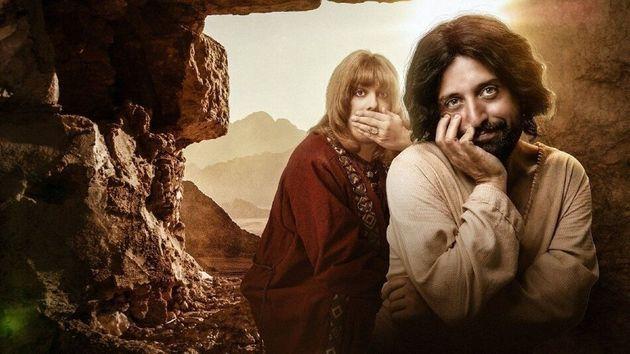 Gregório Duvivier (à dir.) como Jesus e Fábio Porchat (à esq.) como Orlando...