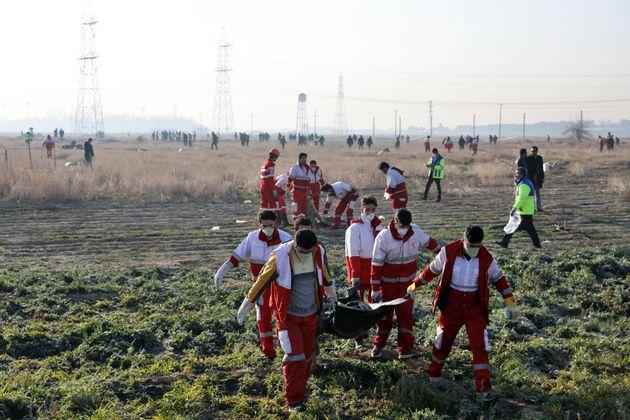 Les débris de l'avion ukrainien qui s'est écrasé le mercredi 8 janvier sont ramassés...