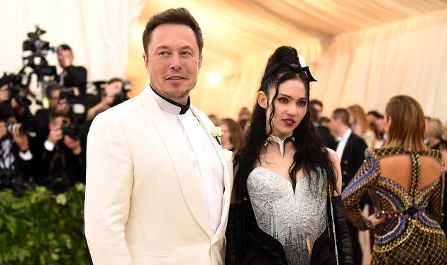 Elon Musk et Grimes, bras dessus, bras dessous en