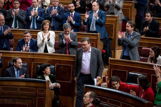 El Congreso aplaude a Tomás Guitarte en el debate de