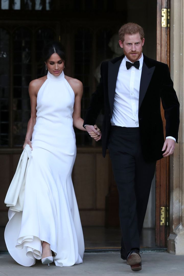 Η Μέγκαν με φόρεμα του οίκου Stella McCartney, στην δεξίωση μετά τον γάμο της με τον Πρίγκιπα Χάρι.