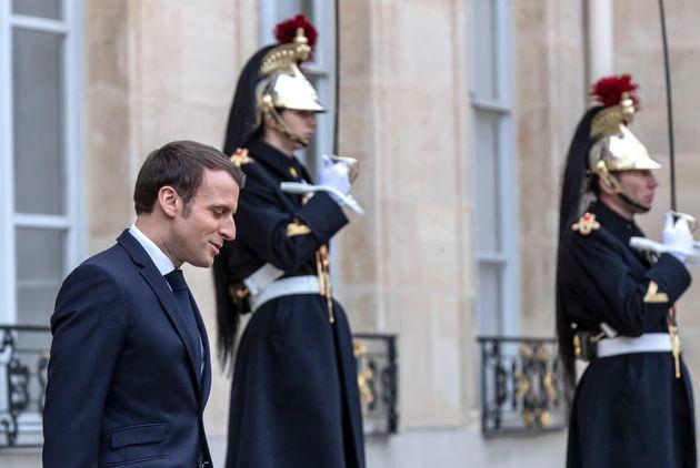 Emmanuel Macron sur le perron de l'Élysée mardi 7