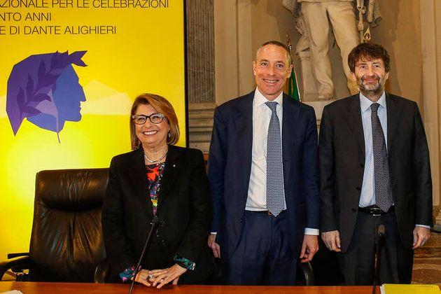 La presidente di Poste Italiane Bianca Maria Farina; l'amministratore delegato Matteo Del Fante; il ministro...