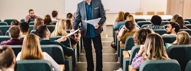 Un profesor universitario de Castellón arrasa al contar la pregunta que le hicieron dos alumnos en un