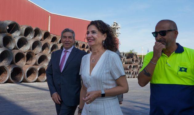 Montero durante una visita a la Autoridad Portuaria de