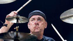 Neil Peart, batteur du groupe de rock Rush, est