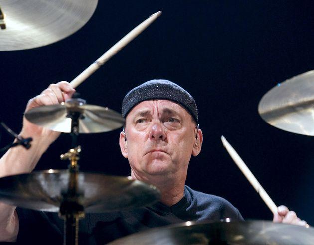 Neil Peart, ici lors d'un concert à Las Vegas en 2004 avec le groupe Rush, est décédé...