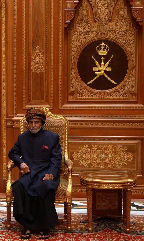 Le sultan d'Oman Qabous ben Saïd, qui régnait sur le pays depuis près de 50 ans, est mort dans la nuit du vendredi 10 janvier à l'âge de 79 ans. Il avait pris le pouvoir à son père par le biais d'un coup d'État mené en juillet 1970.>>> En savoir plus dans notre article par ici