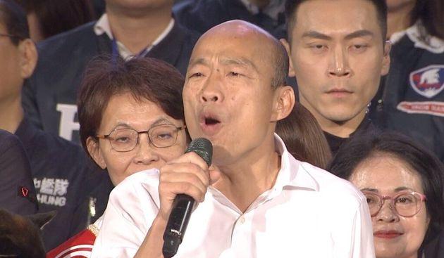 抑揚をつけながら聴衆に訴える韓国瑜氏