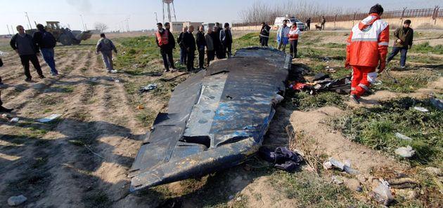 Les débris du Boeing 737-800, qui s'est écrasé peu après son décollage...