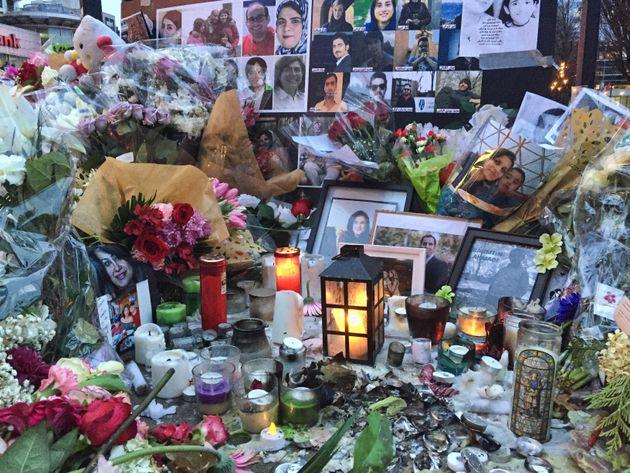 Memorial na Praça Mel Lastman em Toronto, Canadá, para as vítimas do acidente...