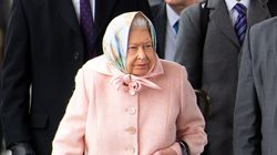 La reine Elizabeth II surprise au volant de sa Range Rover sans