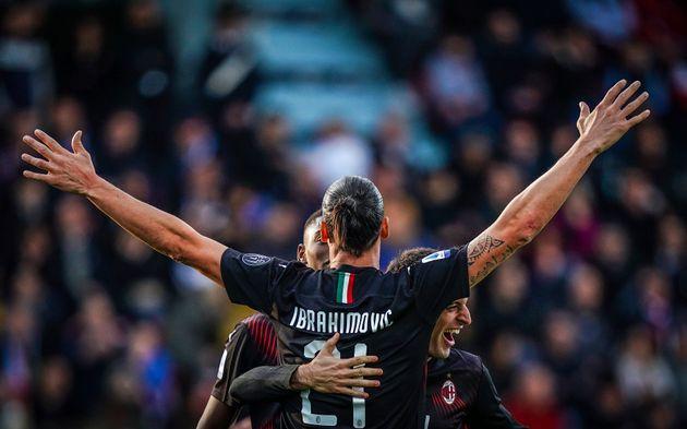 Zlatan Ibrahimovic célébrant son but lors de Cagliari-Milan AC en Serie A le 11 janvier
