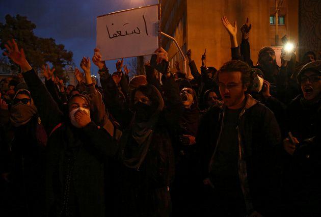População iraniana vai às ruas após governo admitir erro em abate de avião...