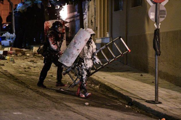 Κουκάκι: Πρωτοφανείς εικόνες από την ανακατάληψη κτιρίων και την έφοδο της