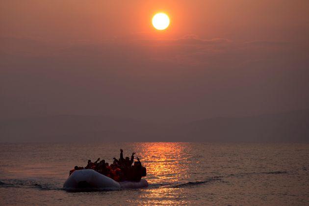 Undici migranti, tra cui otto bambini, morti nel Mar