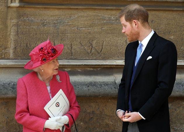 Βρετανία: Η βασίλισσα Ελισάβετ συγκαλεί συμβούλιο «κρίσης» για τους Χάρι και