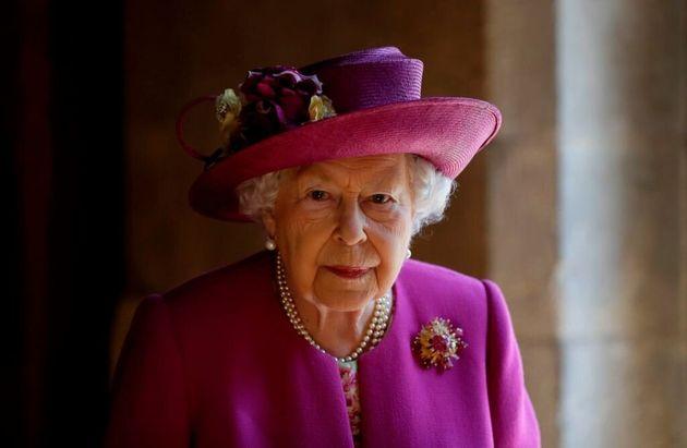 Elisabetta convoca William, Carlo e Harry. Obiettivo: trovare un nuovo ruolo per i duchi di