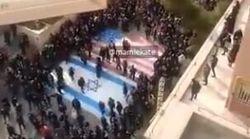 En Iran, ces manifestants refusent de marcher sur les drapeaux américain et