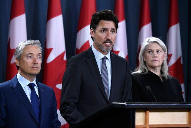 Le premier ministre Justin Trudeau, le ministre des Affaires étrangères François-Philippe Champagne (à...