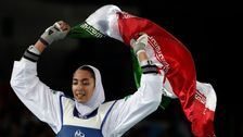 イランの女性オリンピックメダリストさんは、永久的に残し、国