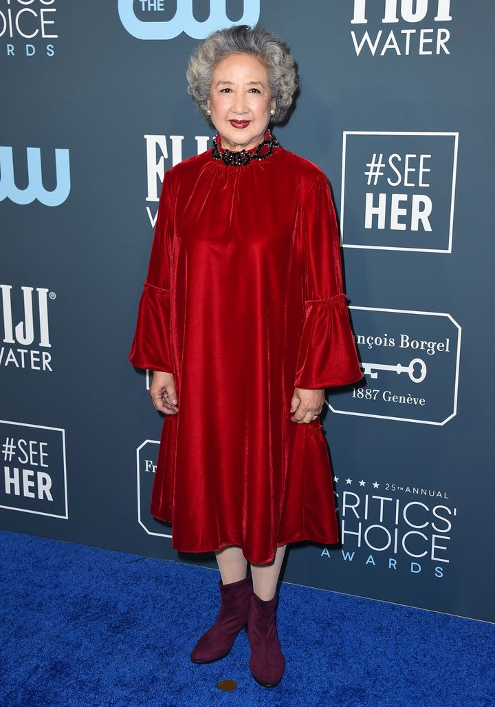 Westlake Legal Group 5e1bbca5210000320014a1de See All The Fashion From The Red Carpet At The 2020 Critics' Choice Awards