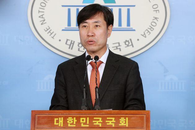 하태경 새로운보수당 책임대표가 13일 오전 서울 여의도 국회 정론관에서 기자회견을 갖고