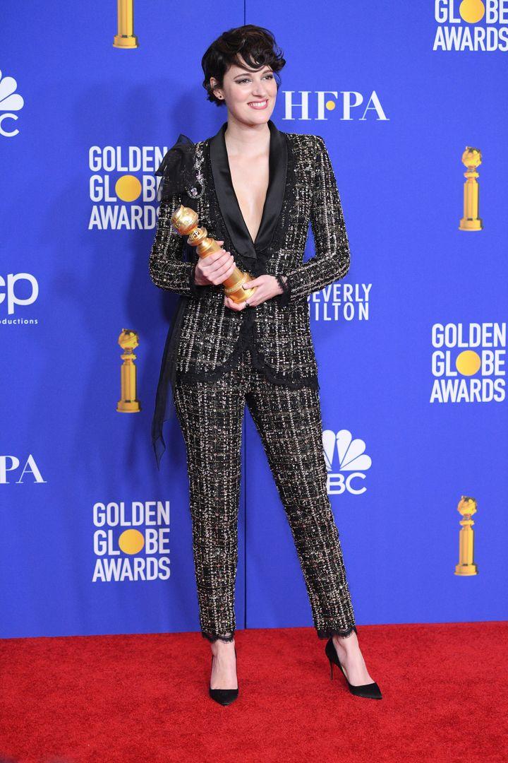 Η Φίμπι Γουόλερ - Μπριτζ πουλάει σε δημοπρασία το κοστούμι που φορούσε στις Χρυσές Σφαίρες.