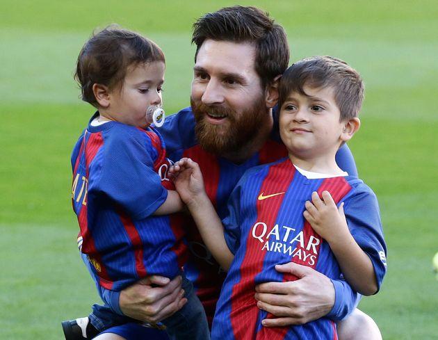 Comme son père, Thiago Messi est licencié au FC Barcelone et évolue au sein de la...
