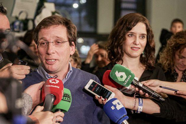 José Luis Martínez-Almeida e Isabel Díaz Ayuso, en un acto en el Ayuntamiento, el...