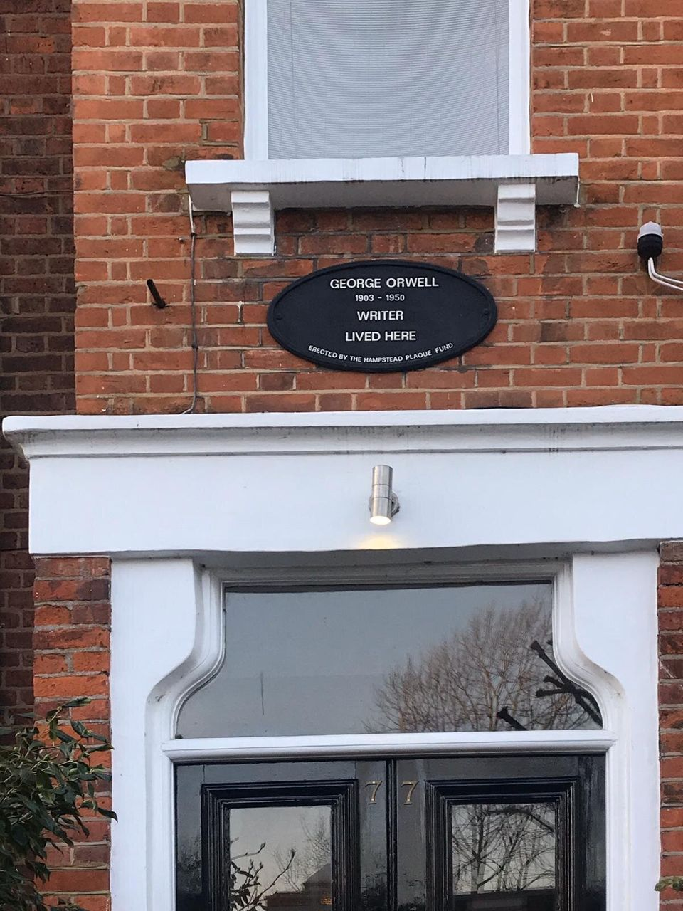 Casa di George Orwell, Parliament