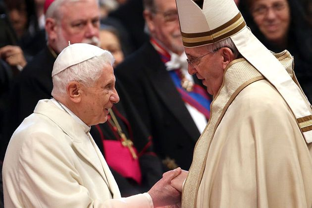 Benedicto XVI pide al papa Francisco que no ordene a hombres