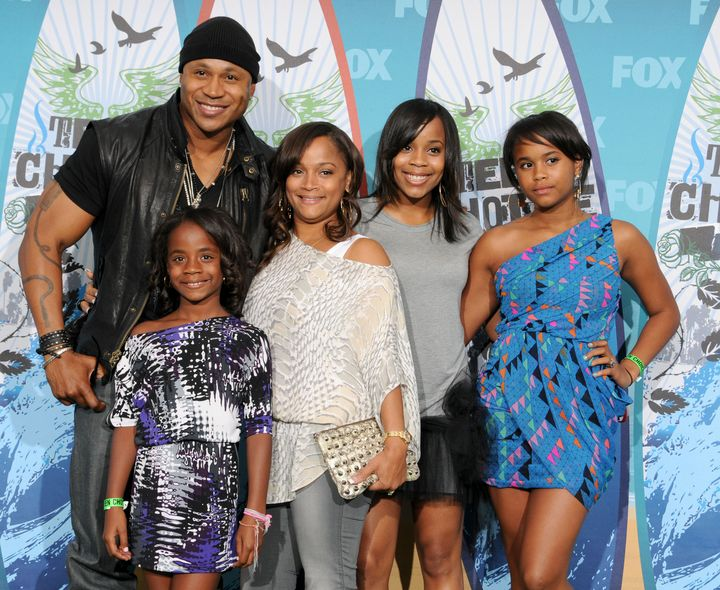 LL Cool J, Simone Johnson, Najee Smith, Italia Smith, Samaria Smith, and Nina Simone Smith pose in the press room for Teen Choice 2010 at the Gibson Amphitheatre on August 8, 2010 in Universal City, California.