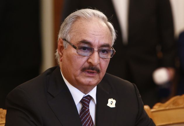 Δεν υπέγραψε τη συμφωνία για εκεχειρία στη Λιβύη ο Χαφτάρ - Αποχώρησε από τη