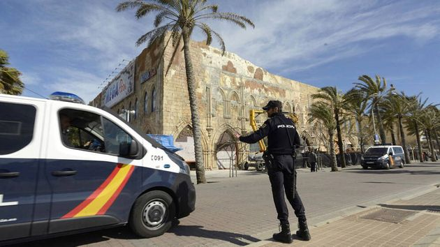 Un furgón de la Policía Nacional en la playa de Palma de