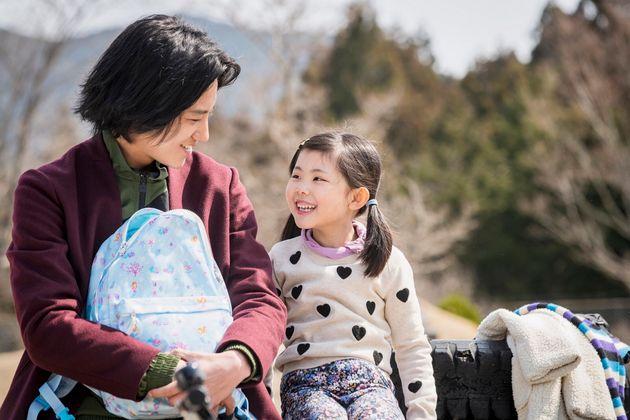 渚と娘の空©2020 映画「his」製作委員会『his』2020 年1月 24 日(金)より新宿武蔵野館ほか全国ロードショー