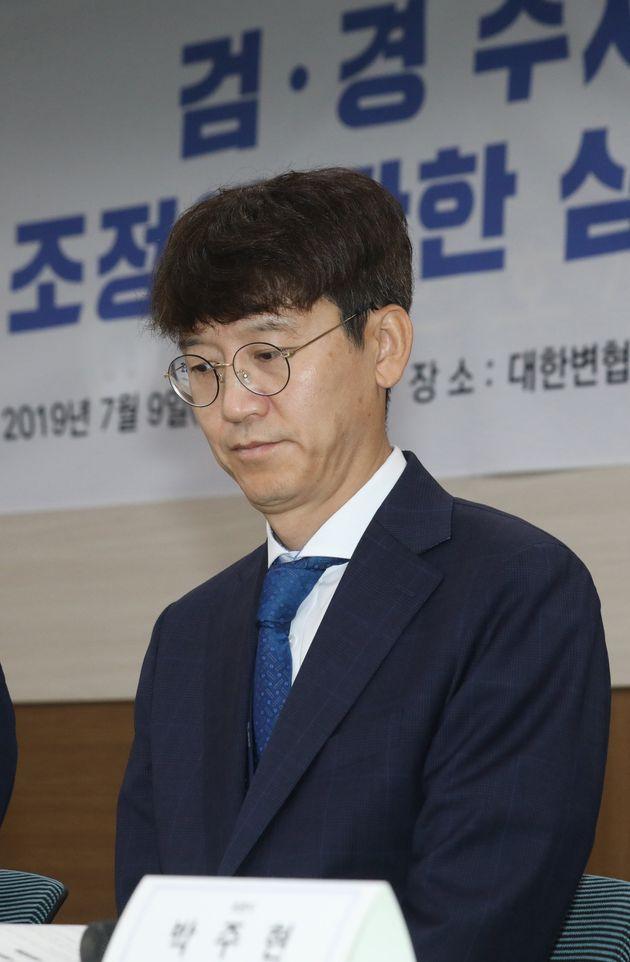 지난해 7월9일 오후 당시 김웅 대검찰청 미래기획형사정책단장이 서울 강남구 대한변호사협회 회관에서 열린 '검경수사권 조정에 관한 심포지엄'에서 토론자들의 발언을 경청하고