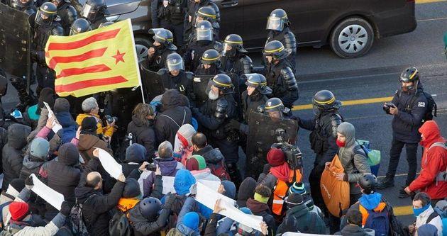 Protestas de manifestantes frenadas por los