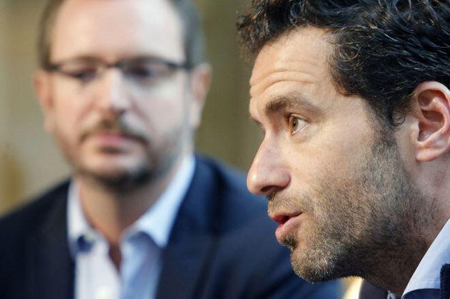 Javier Maroto escucha a Borja Sémper durante un acto electoral en San