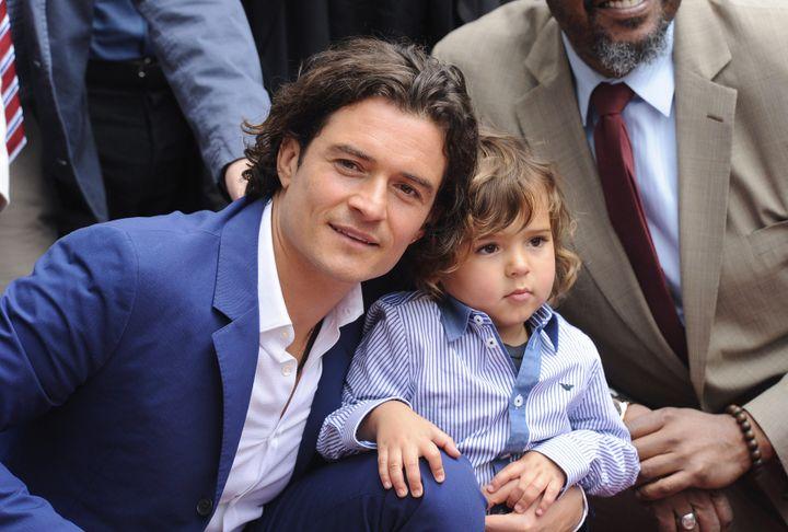 Ο Ορλάντο Μπλουμ με τον γιο του Φλιν, το 2014.