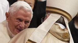 Benedicto XVI ordena retirar su nombre de un polémico libro que el cardenal Sarah presentaba como