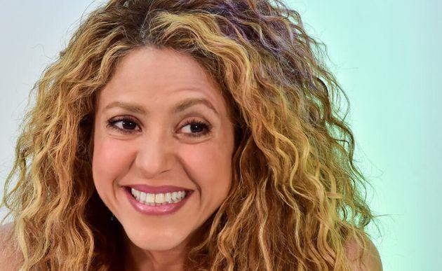 Shakira cambia look per lanciare la nuova canzone. Addio chioma