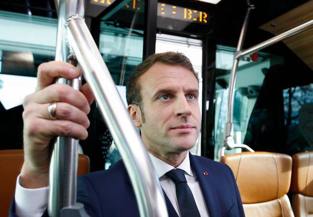 Durant sa course victorieuse vers l'Élysée, Emmanuel Macron avait assuré que l'âge...