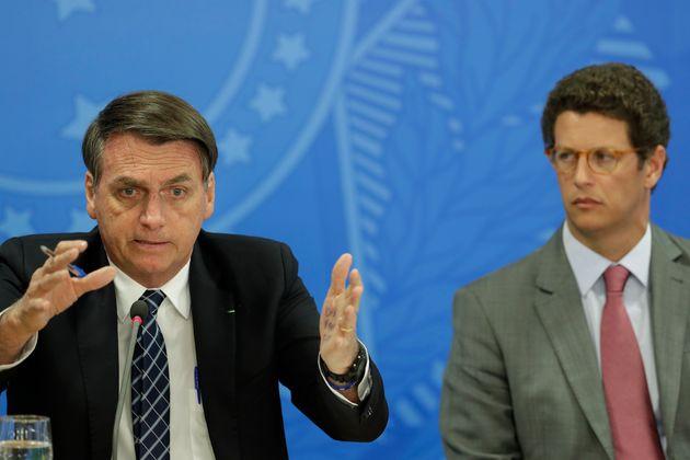 O presidente Jair Bolsonaro (à esq.) e o ministro do Meio Ambiente, Ricardo Salles (à