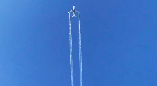 Capture de vidéo montrant le vol Delta Air Lines 89 vers Shanghai vidant son carburant au dessus...