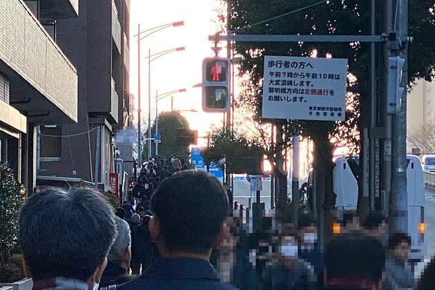 ▲朝の通勤ラッシュで混み合う勝どき駅周辺