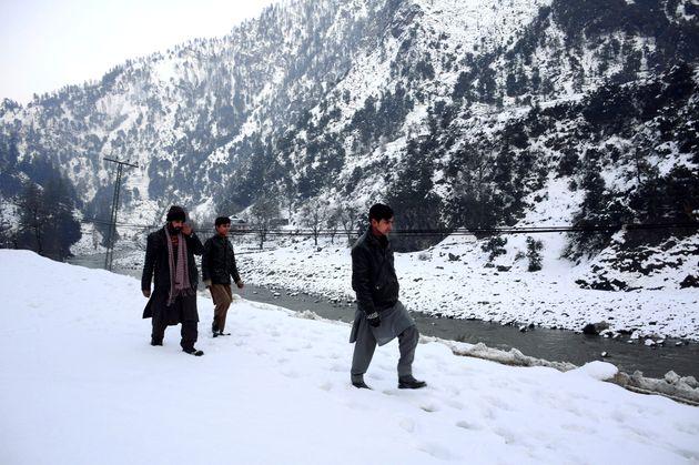 Χιονοστιβάδες και πλημμύρες σε Πακιστάν και Αφγανιστάν - Στους 130 οι νεκροί από την